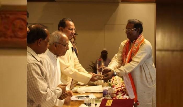 নজরুল পুরস্কার পেলেন প্রফেসর ড. রশিদুন্ নবী