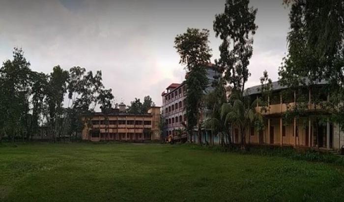 ফেসবুকে আপত্তিকর স্ট্যাটাস, লেকচারার বরখাস্ত