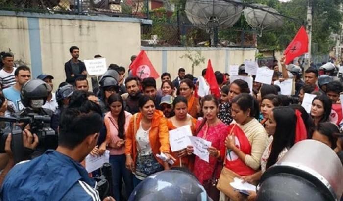 নেপালি মন্ত্রীর বক্তব্যের প্রতিবাদে শিক্ষার্থীদের তোলপাড়