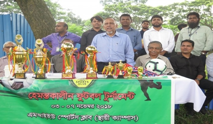 মানারাত ভার্সিটিতে হেমন্তকালীন ফুটবল টুর্নামেন্ট