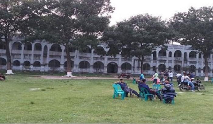 এডওয়ার্ড কলেজে বহিরাগত সন্ত্রাসীদের বোমা বিস্ফোরণ