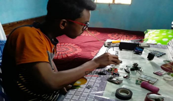 মাদরাসা ছাত্র হাদী তৈরি করলেন মিনি কম্পিউটার