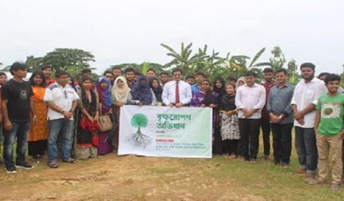 কবি নজরুল বিশ্ববিদ্যালয় শিক্ষার্থীদের বৃক্ষরোপণ অভিযান