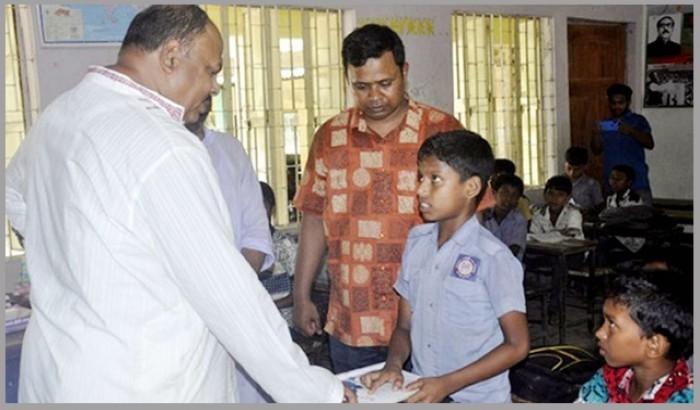 'প্রাথমিক শিক্ষার্থীরা জামা, জুতা ও ব্যাগ বিনামূল্যে পাবে'